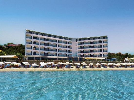 Почивка ГЪРЦИЯ - ХАЛКИДИКИ, Хотел Ammon Zeus Hotel**** - Отлично местоположение на брега на морето. Около хотела - множество барове, ресторанти и магазини. Прекрасни гледки и уникален цвят на морето. Разположен в един от най-оживените курорти на полуостров Касандра.